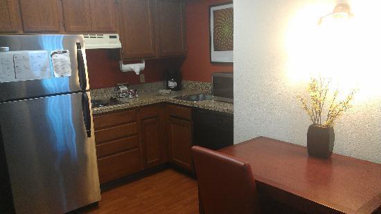 Residence Inn Milpitas Silicon Valley: kitchen
