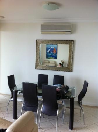Santorini Twin Waters : Modern, comfortable furnishings throughout