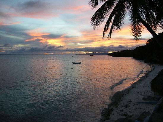 Flower Beach & Dive Resort Bohol: Sunset at Flower Beach