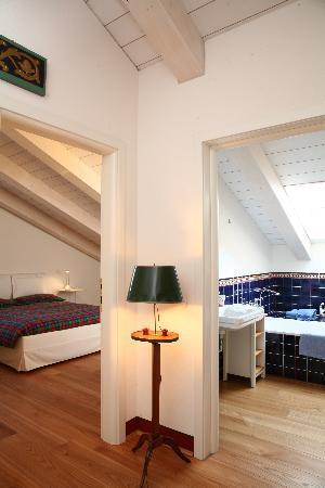 Guesthouse Castello Di Brusata : La camera Blu col suo bagno privato