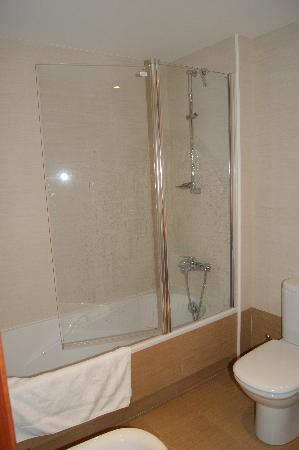 Apartaments Superior-El Tarter: Bañera