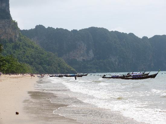 AliSea Boutique Hotel: Aonang beach and boats to Railay beach