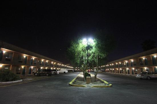 Econo Lodge Airport: 外観はこんな感じです