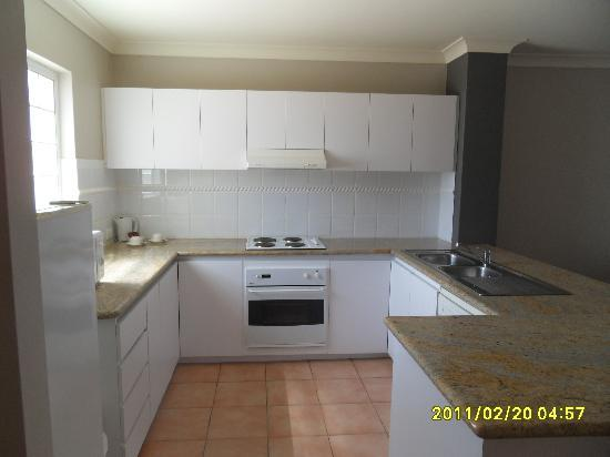 Hillarys Harbour Resort Apartments: Kitchen area