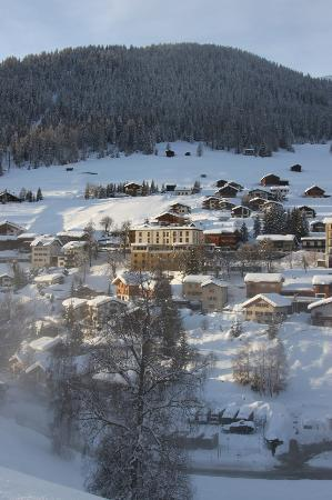 Hotel Restaurant Bellevue: Hotel in the village