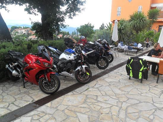 Mandarina Hotel: Great Motorcycle parking!