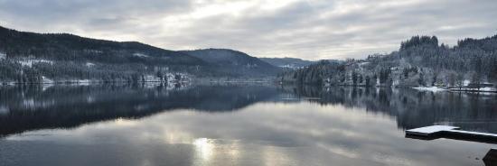 Schwarzwaldhochstraße: Lake view with snow