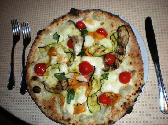 Bellona, Italy: Pizza ortolana.