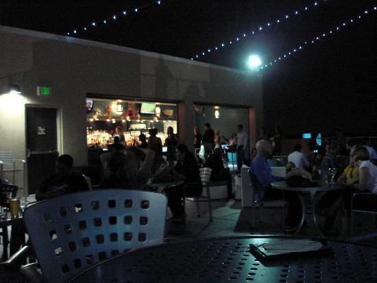 مونرايز هوتل: Roof Top Bar
