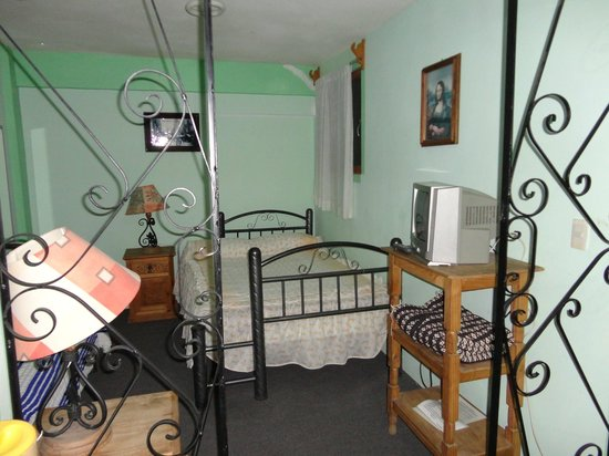 Hostal Casa Bertha: habitación con baño privado, tv cable