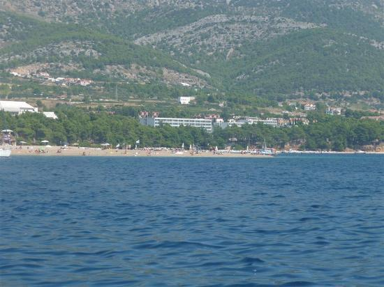 Bluesun Hotel Borak: Blick auf das Hotel vom Meer aus