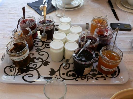 Maison d'hotes Les Batarelles  : the jams and home made yougurt