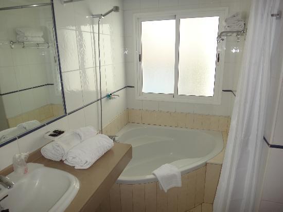Select Sunningdale: Bathroom