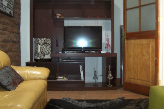 Casa de Triana: Sala de estar con televisión