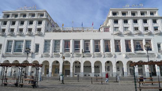 Safir Hotel Alger: L'hôtel vue du front de mer