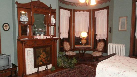 Spencer-Silver Mansion : Carol's Room