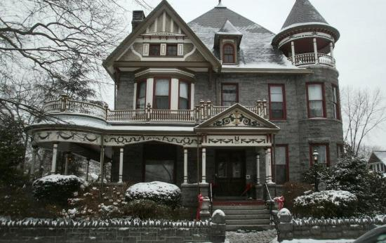 Spencer-Silver Mansion: front of house