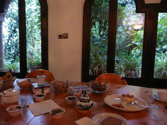 Casa del Aljarife - Granada: Breakfast ......