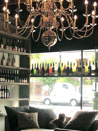 Whitetail Winebar