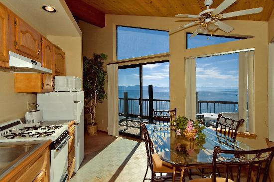 Mourelatos Lakeshore Resort: Our Lakefront Suites provide guests with stunning views of Lake Tahoe