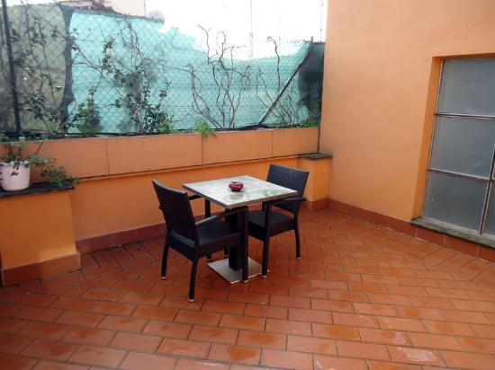 Alex Inn: spacious balcony