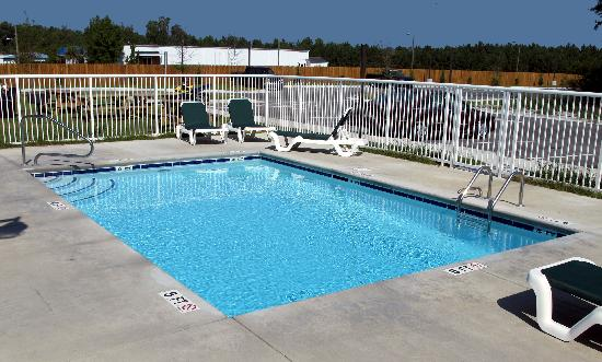 Suburban Extended Stay Hotel Camp Lejeune: Pool Area
