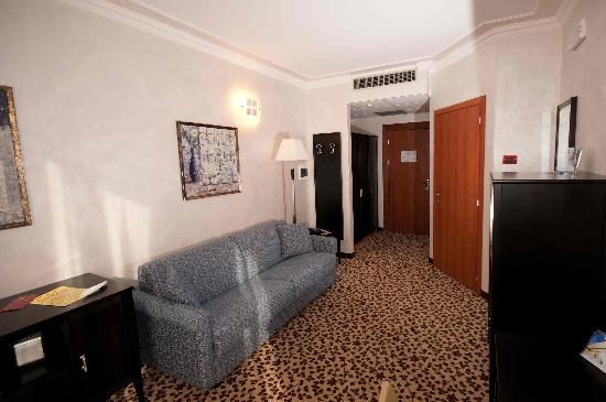 Brindor Hotel: Suite: salotto