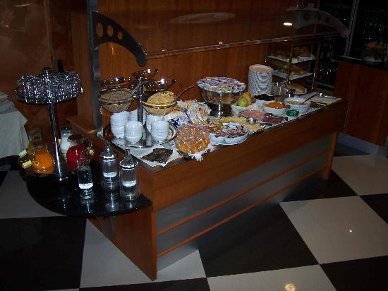 Brindor Hotel: Buffet colazione