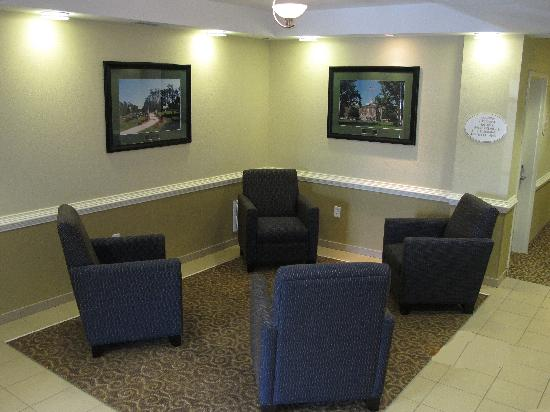 Suburban Extended Stay Hotel Camp Lejeune: Lobby (sitting area)