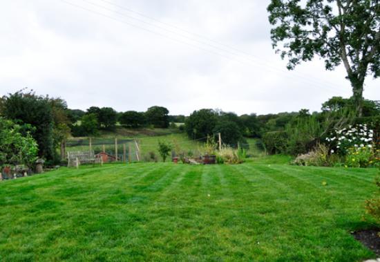 Newbarn Cottage: Landscape