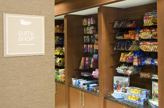 Homewood Suites by Hilton Baltimore-Arundel Mills: Enjoy snacks from the Suite Shop