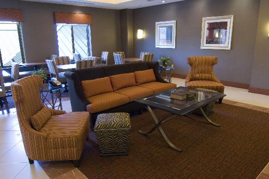 Homewood Suites by Hilton Baltimore-Arundel Mills: Relax in our comfy lobby.