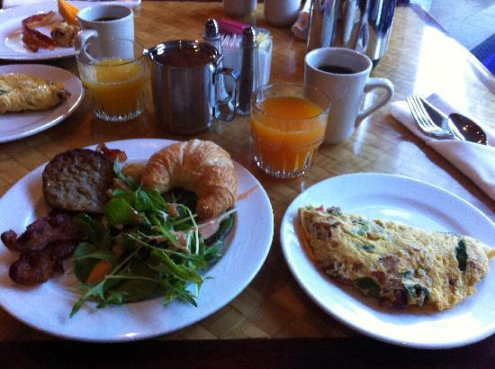 Mitsui Garden Hotel Ginza Premier: 朝食も満足の内容!Breakfast is Great.
