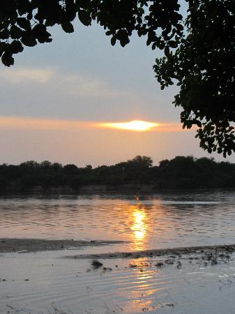 Selous Mbega Camp : Sunset of the Refuji River from our balcony