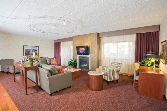 Ho-Chunk Casino Hotel and Convention Center: Executive Suite Living Room