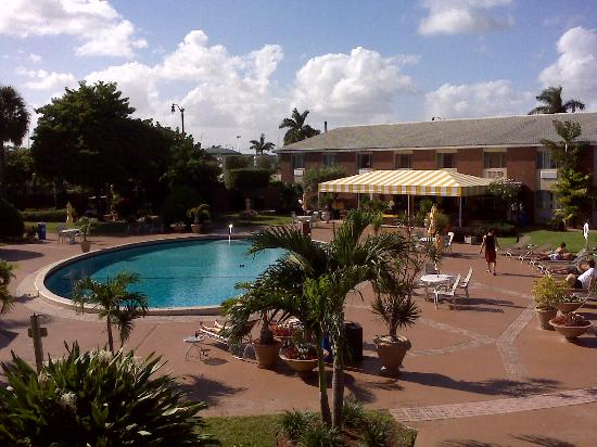 Best Western Palm Beach Lakes Inn Courtyard From 2nd Story Balcony