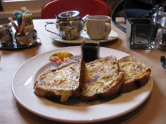 Auberge Place D'Armes: breakfast French toast