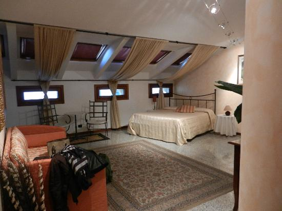 Alla Galleria Bed and Breakfast: Veduta della camera..