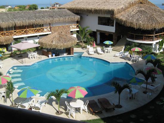 Descansando en la piscina picture of las palmeras de for Piscina de sal