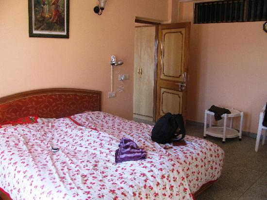 Aapo Aap Home Stay: Our room