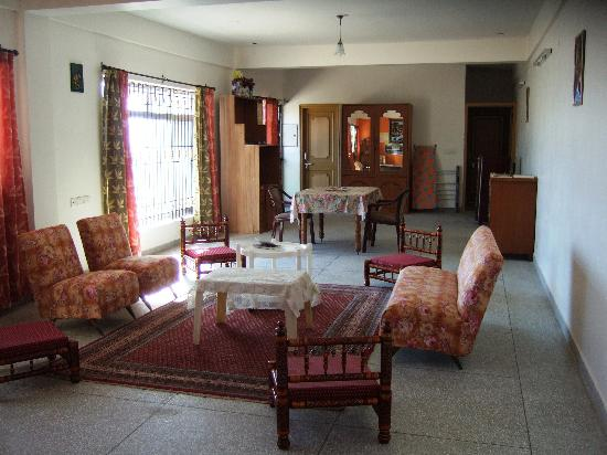 Aapo Aap Home Stay: communal lounge