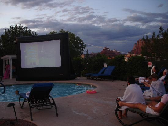 Ridge on Sedona Golf Resort: Dive In movie in the summer with a view of the red rocks