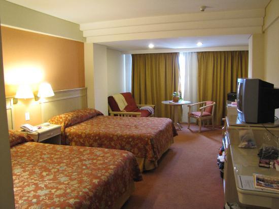 Casa Real Hotel: vista de la habitacion para un matrimonio con dos niños muy amplia y comoda