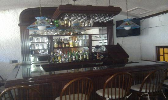 Fisherman's Inn Dive Resort: The bar