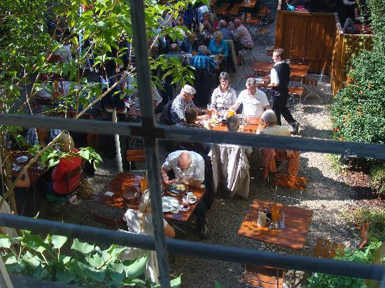 ACHAT Plaza Herzog am Dom: Pleasant Backyard Beer Garden