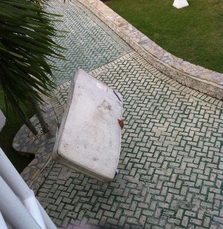 The Tropical at Lifestyle Holidays Vacation Resort: Dirty Disgusting & Totally unacceptable!