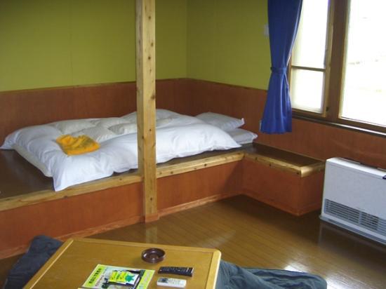 久住高原 コテージ, 部屋もベッドも素朴に木製です。