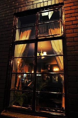 Vulcan Lounge: Through The Window