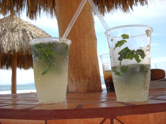 Dreams Villamagna Nuevo Vallarta : beachside mojitos!