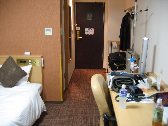 Richmond Hotel Hakata Station-Side: Plenty of space for bags.